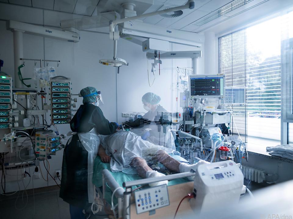 Arbeitsminister will über bessere Bezahlung von Spitalspersonal reden