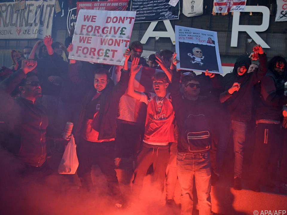 Arsenal-Fans protestieren wegen Super League gegen Besitzer Kroenke