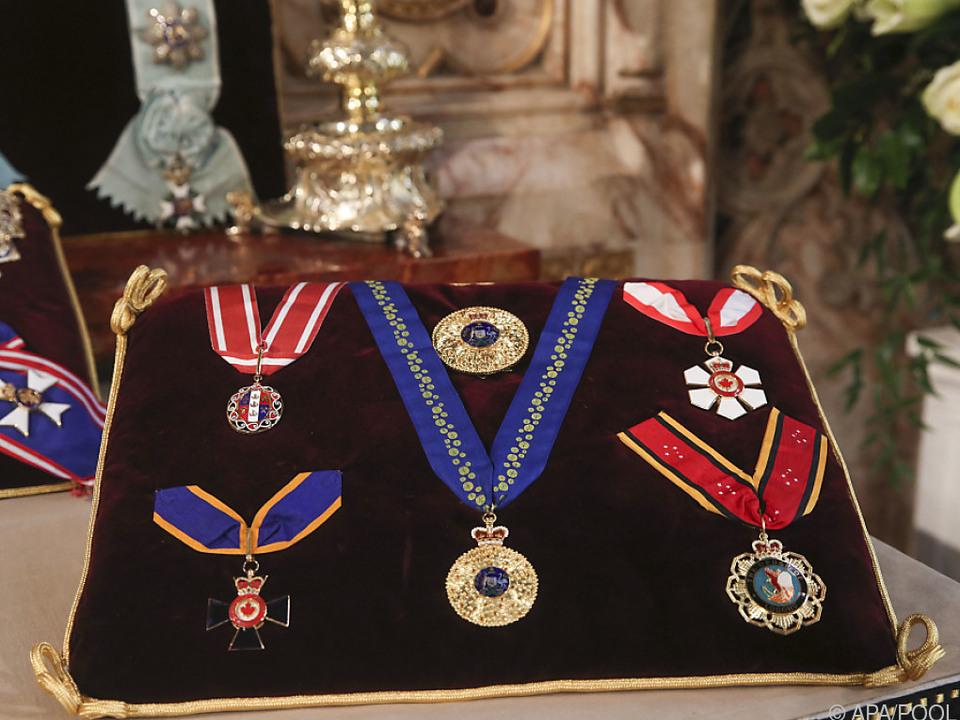 Auswahl der vielen Orden des verstorbenen Prinz Philip