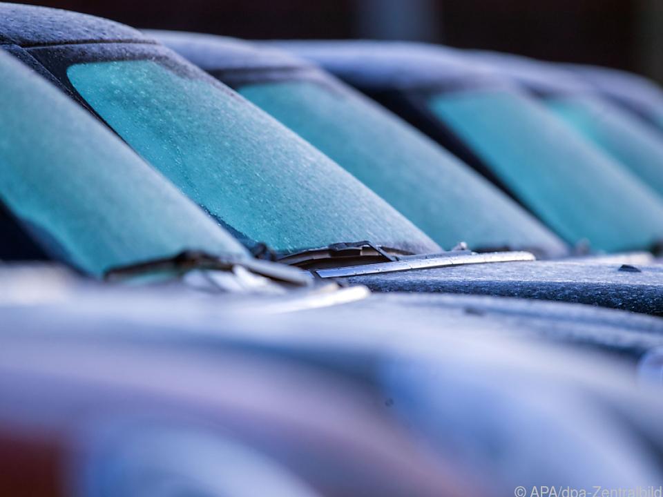 Autohändler setzen wieder vermehrt auf Tagszulassungen auto sym parkplatz