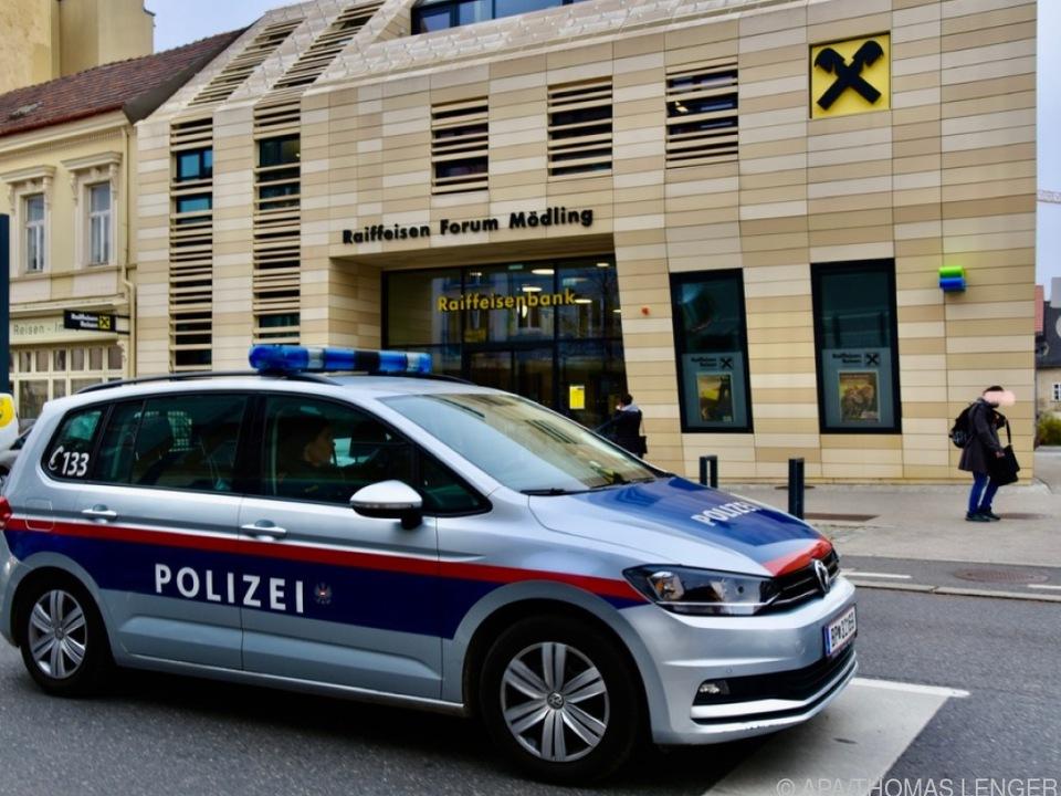 Betroffen war auch ein Bankinstitut in Mödling