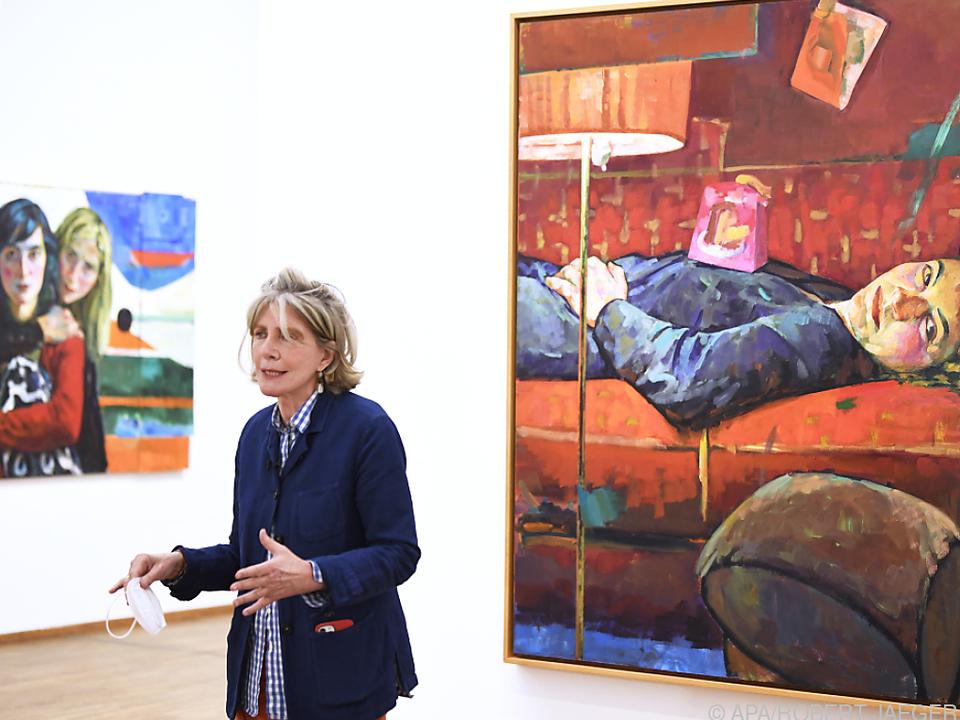 Die Malerin Xenia Hausner in ihrer Ausstellung \