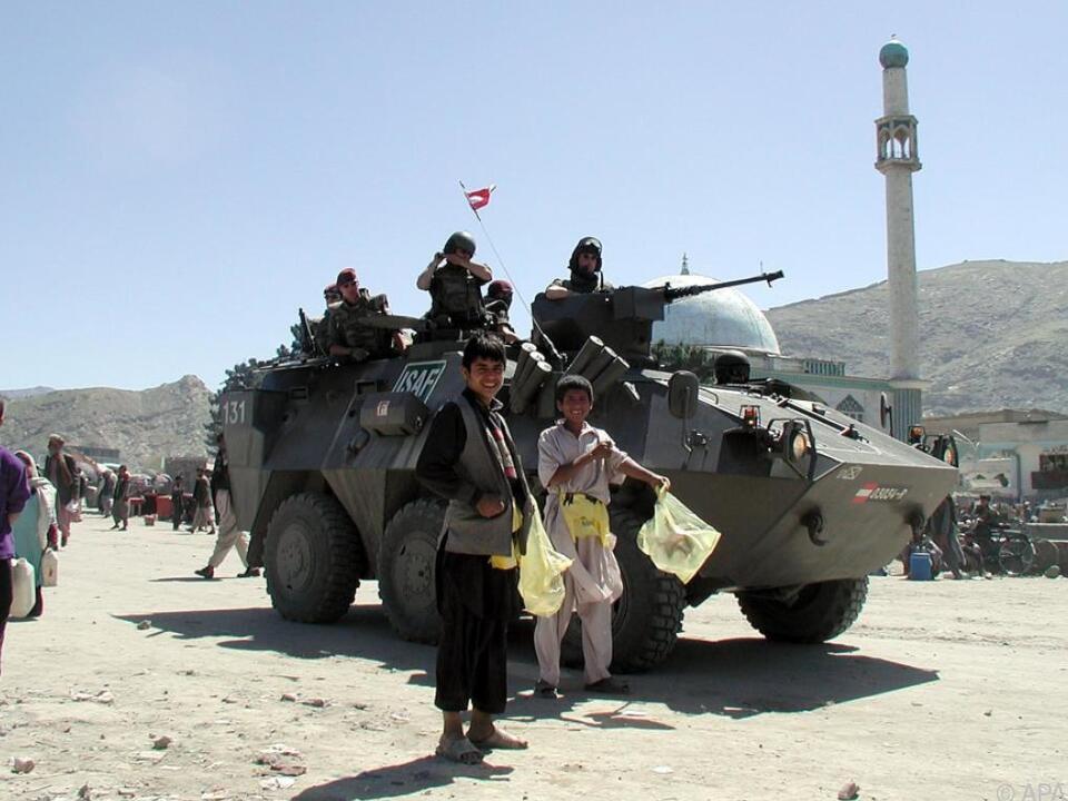 Ein österreichischer Radpanzer in Kabul (Artchivbild aus dem Jahr 2002)