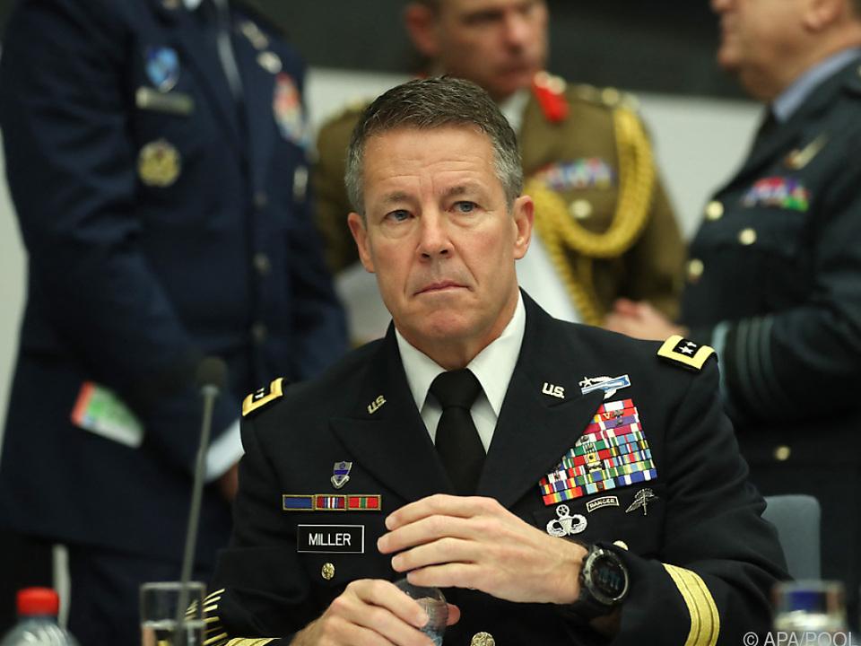 General Miller befehligt den Rest der ausländischen Truppen