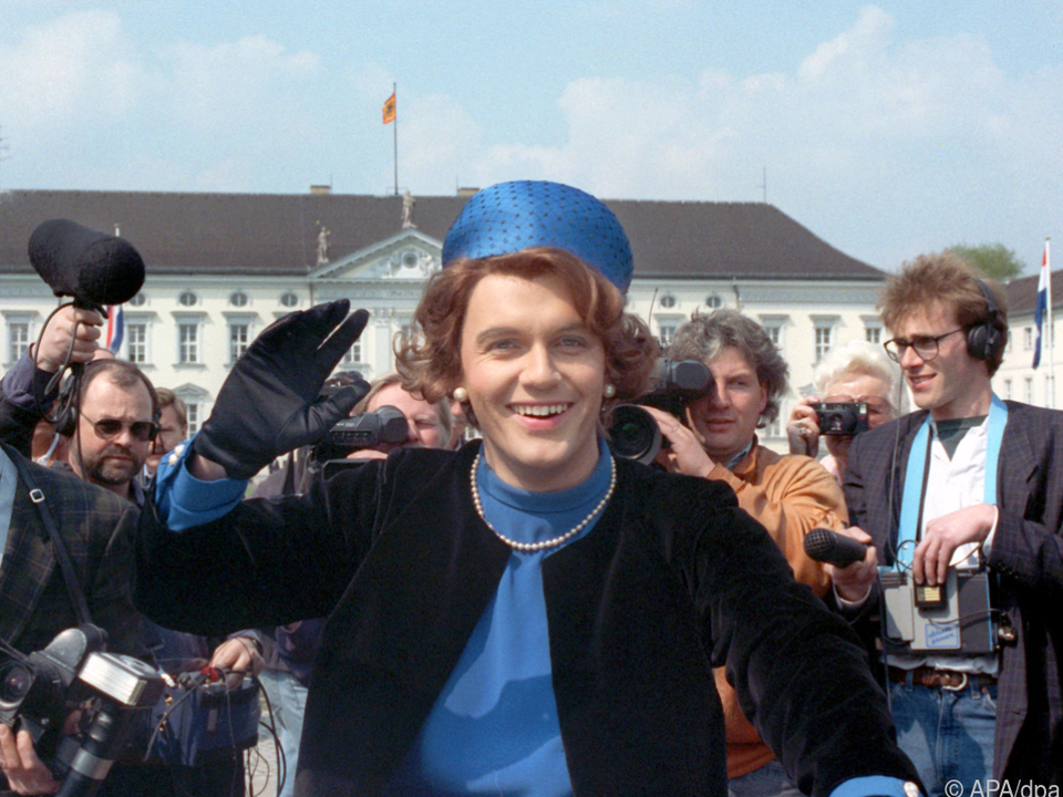 Hape Kerkeling als Königin Beatrix im Jahr 1991