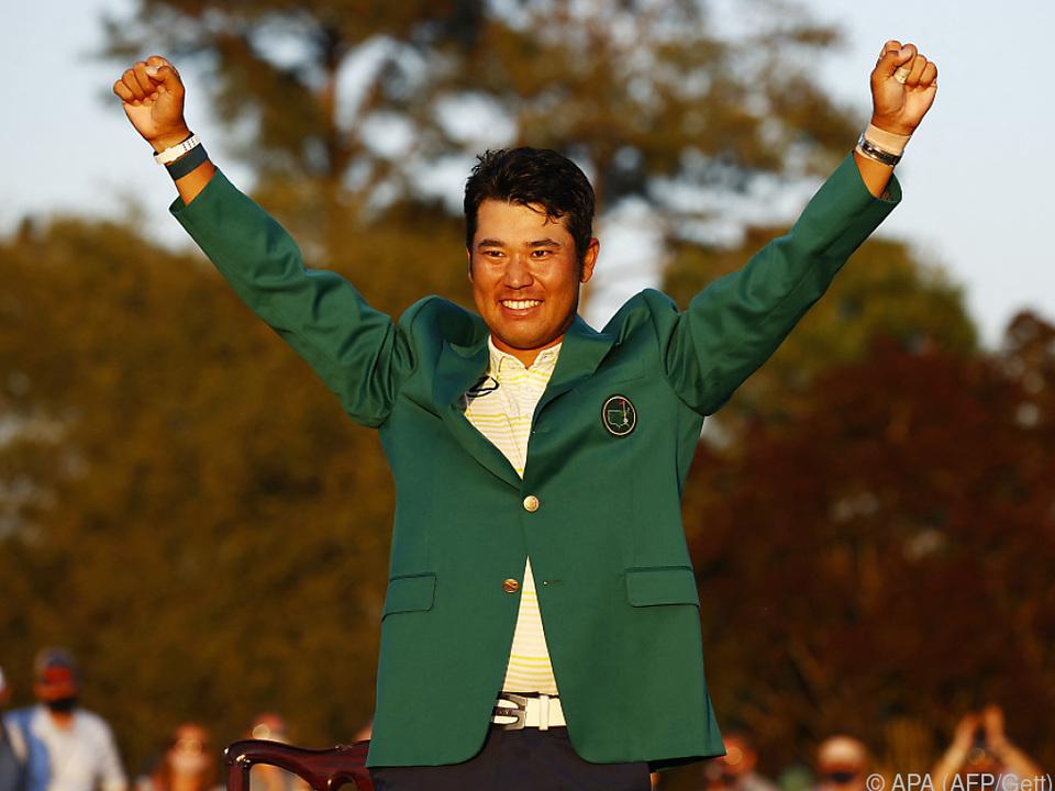 Hideki Matsuyama jubelt im Grünen Jacket über seinen Masters-Triumph.