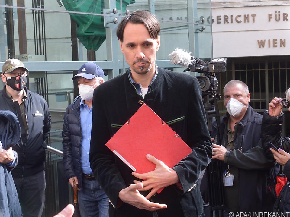 Martin Rutter vor dem Wiener Landesgericht - hinein durfte er nicht