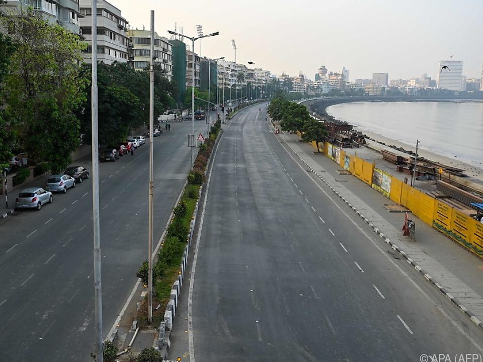 Menschenleere und autofreie Straßen in Mumbai wegen Lockdowns