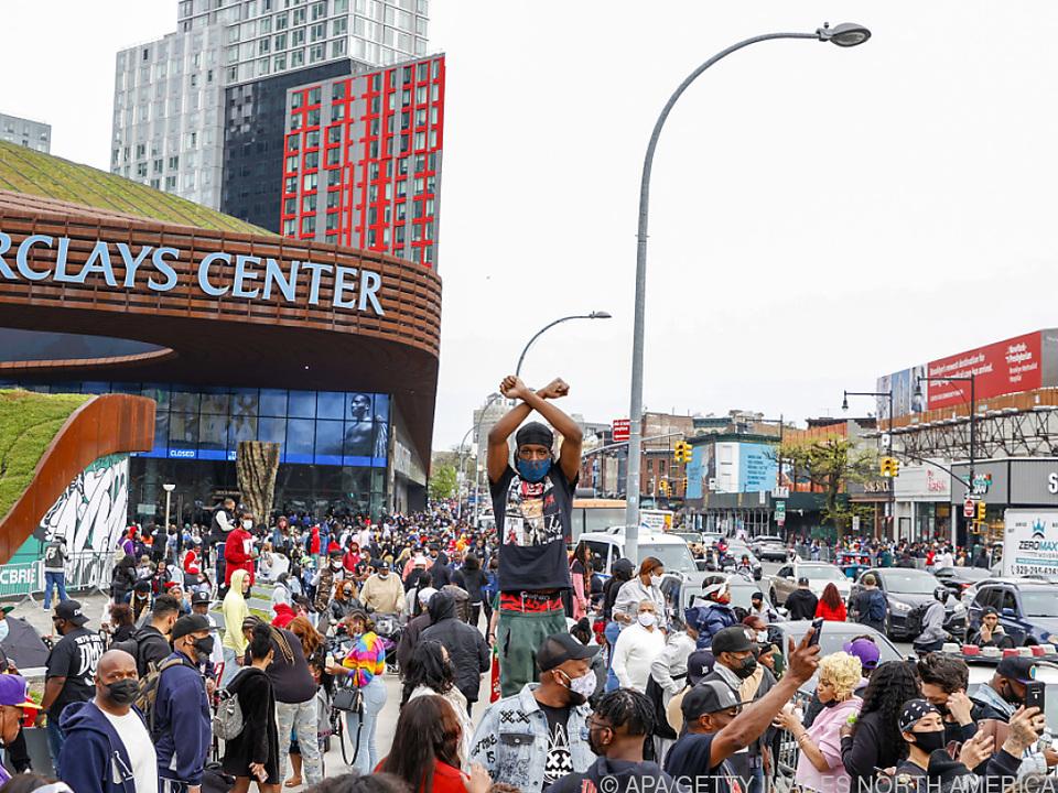 Menschenmenge außerhalb des Barclays Center