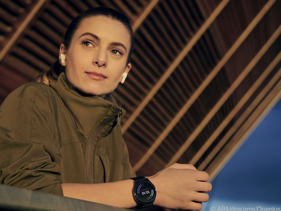 Mit 46 Millimetern Durchmesser ist die Oneplus Watch relativ groß, aber nicht klobig