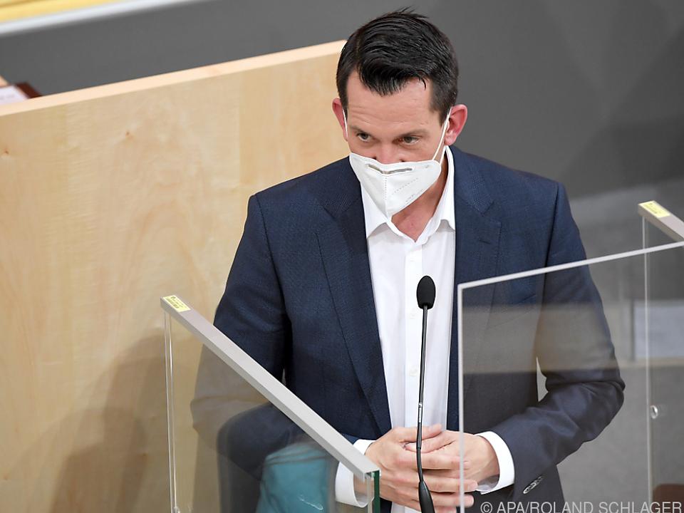 Mückstein auch als Redner mit Maske