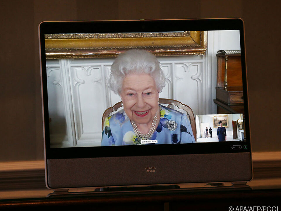 Queen Elizabeth in einer Videokonferenz