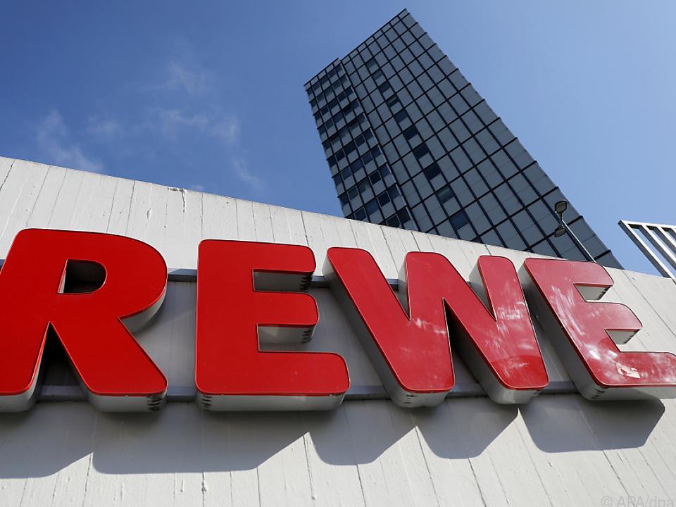 Rewe profitiert vom guten Geschäft in den Supermärkten