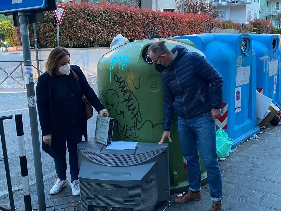 Rifiuti elettrici Chiara Rabini e Kilian Bedin