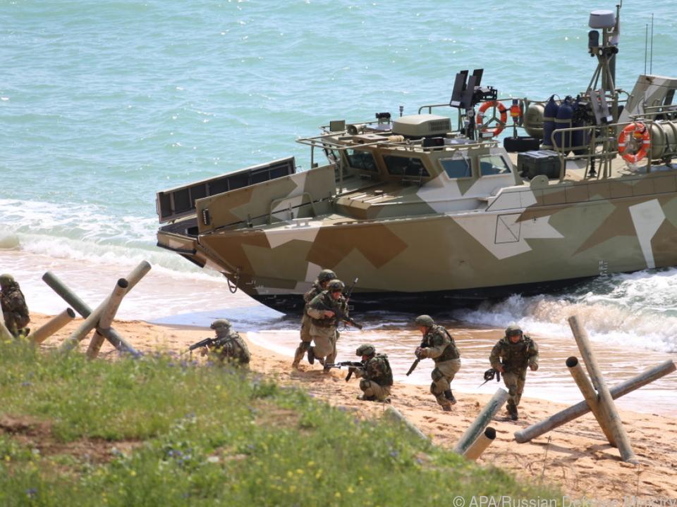 Russische Soldaten bei Militärübung nahe der Halbinsel Krim