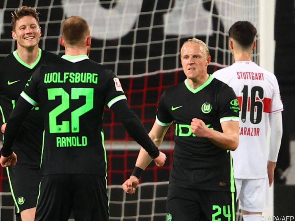 Schlager (r.) bleibt mit Wolfsburg auf Champions-League-Kurs