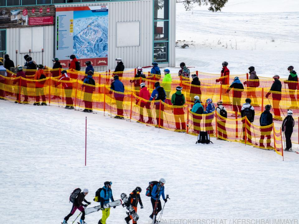 Ski-Winter mit Corona-Sicherheitskonzepten, hier in Hinterstoder (OÖ).