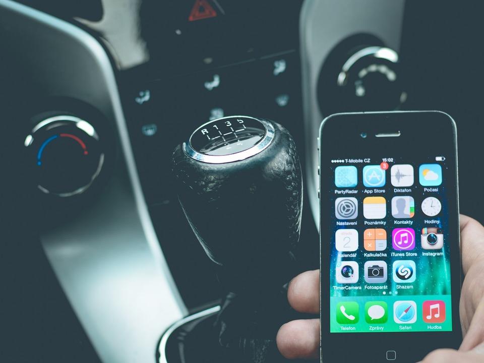 Smartphone im Pkw Auto