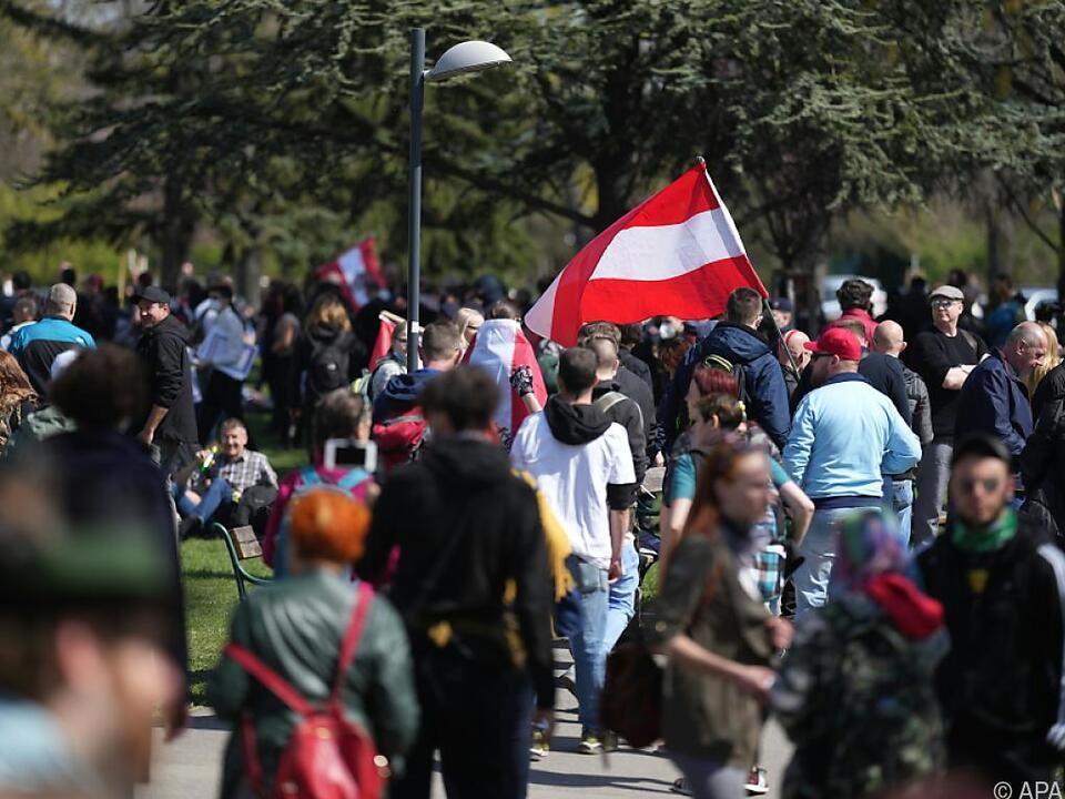 Teilnehmer versammelten sich im Schweizergarten in Wien