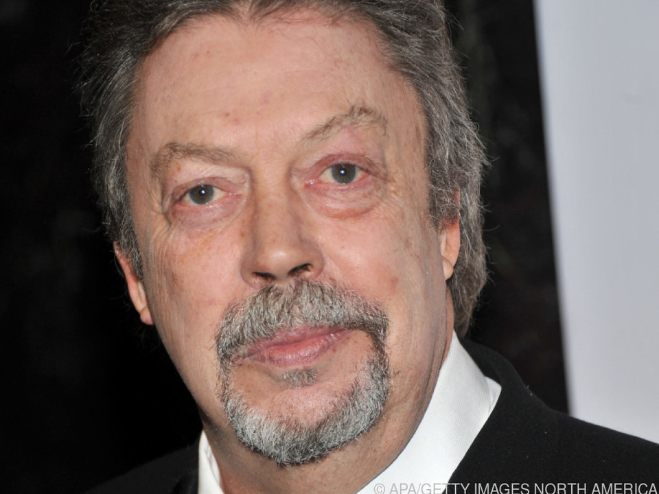 Tim Curry ausnahmsweise mit noblem Outfit