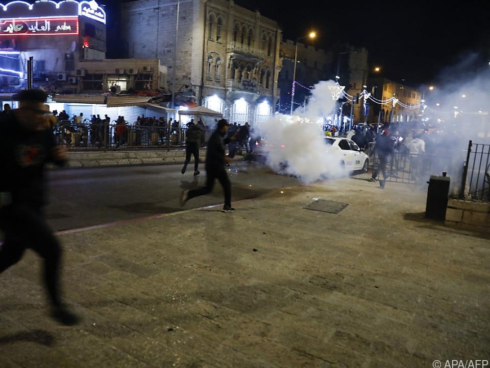 Tränengas-Einsatz im nächtlichen Jerusalem