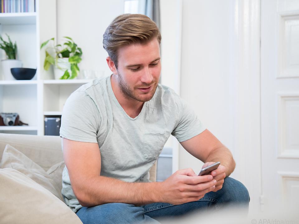 Smart Home-Nutzer können viele Geräte im Haus per App steuern