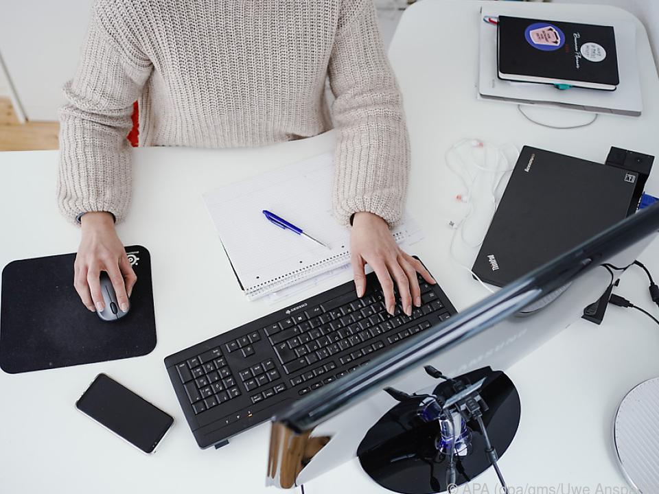 Wer sich einen neuen Monitor zulegen will, steht vor einer riesigen Auswahl