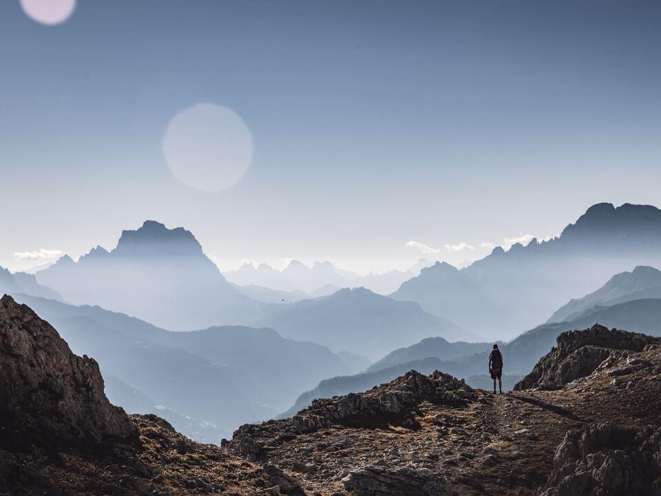 berg wandern schutzhütten alpen sym1109656_Berge_tobias-rademacher-unsplash