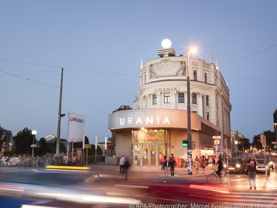 Auch im Urania Kino wird der Filmprojektor wieder angeworfen.