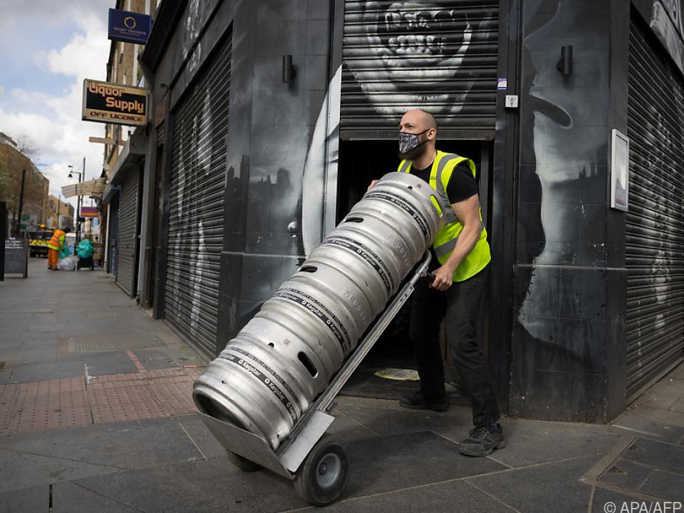Bier-Nachschub für britische Pubs benötigt