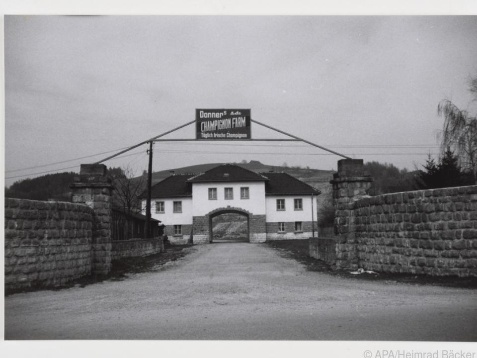 Das Jourhaus steht symbolisch für den Umgang mit der Geschichte