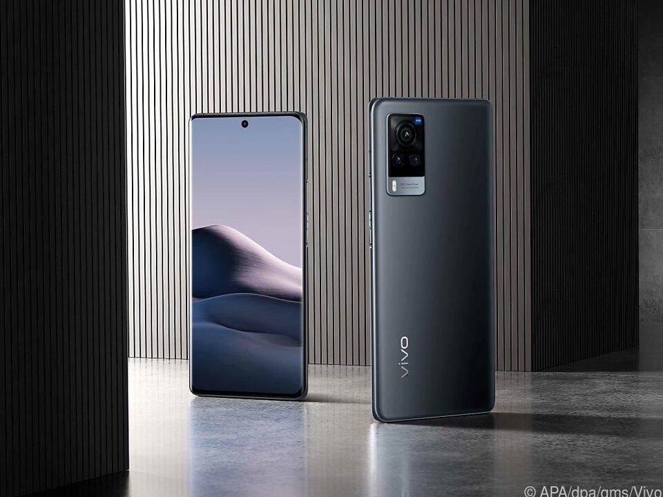Das Vivo X60 Pro 5G hat einen 6,56 Zoll großen, quasi randlosen AMOLED-Bildschirm