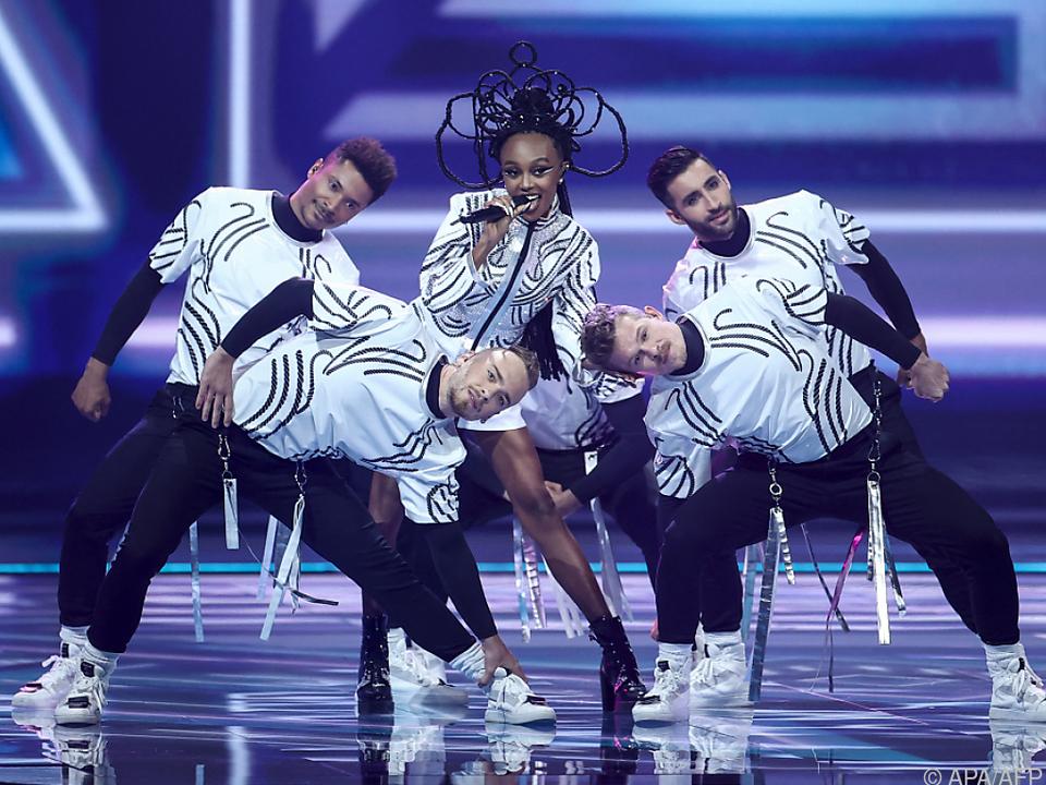Die israelische Bewerberin Eden Alene mit ihren Tänzern