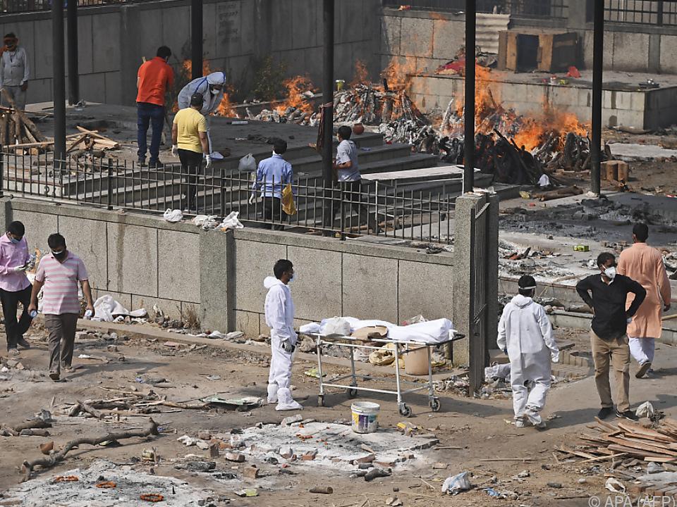 Die Leichen werden auf offener Straße verbrannt