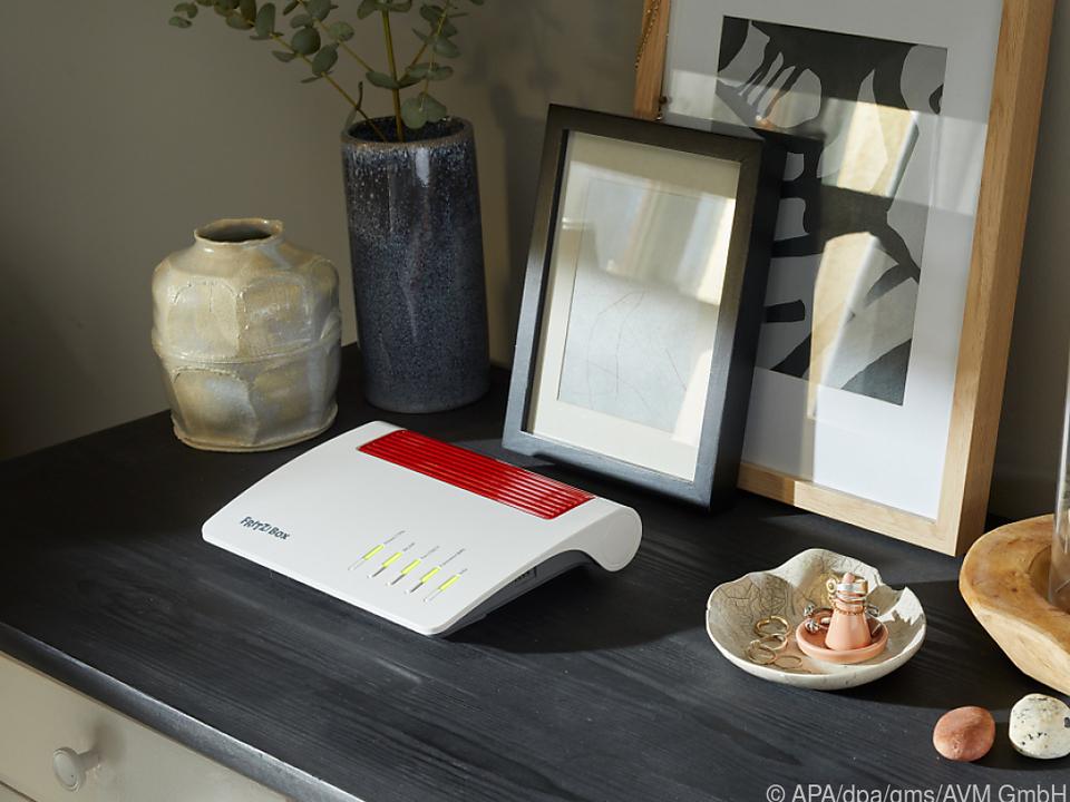 Die neue Wi-Fi-6-fähige Fritzbox 7590 AX fügt sich dezent in die Wohnumgebung ein