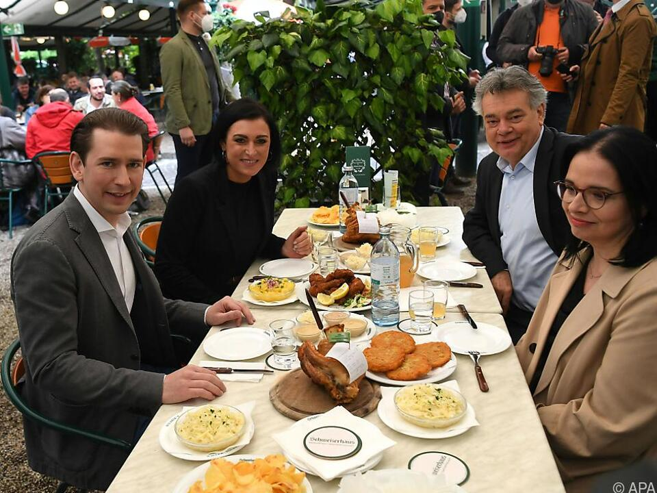 Die Regierungsspitze im Schweizerhaus in Wien