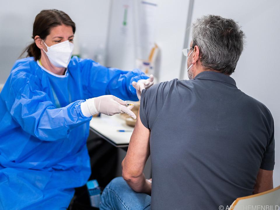 Durchimpfung bei älteren Frauen geringer als bei Männern