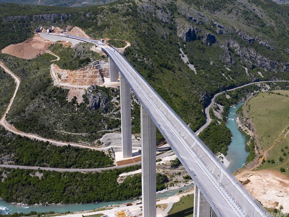 Ein Teil der extrem teuren Autobahn in Montenegro