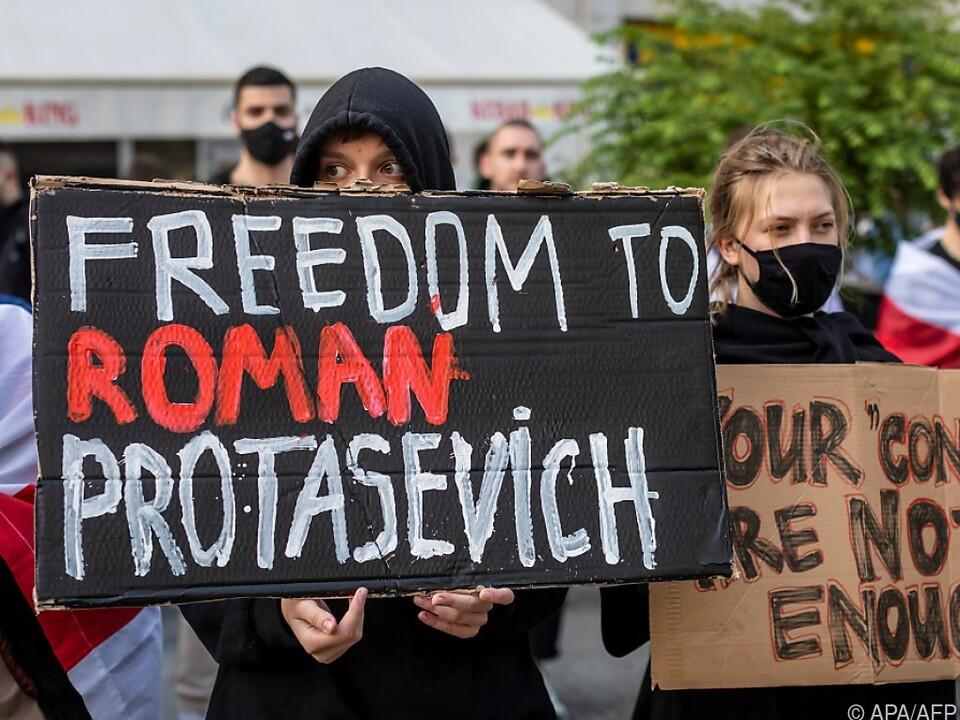 Für die Freilassung der Gefangenen wurde u.a. in Warschau demonstiert