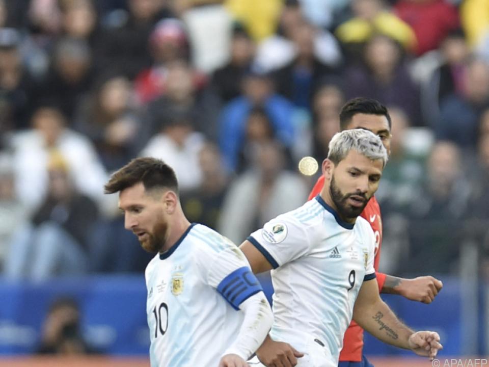 In Argentiniens Team unverzichtbar: Messi und Aguero (r.)
