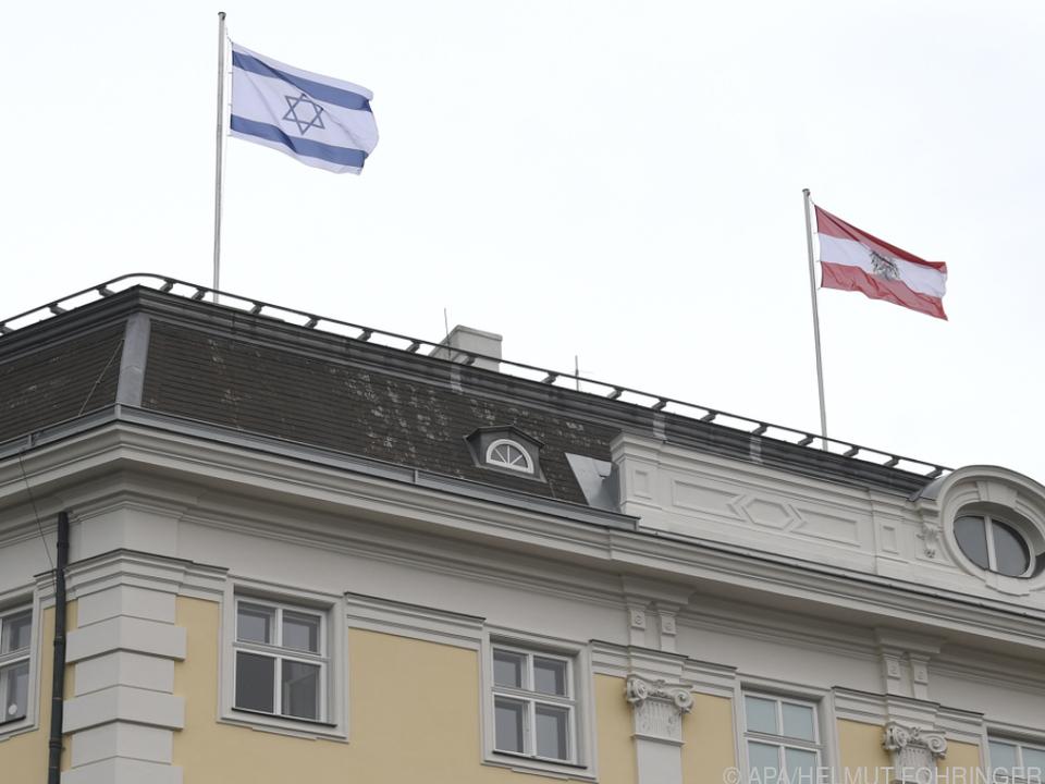 Israelische Fahne am Bundeskanzleramt
