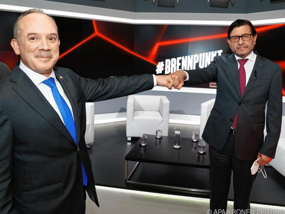 Israelischer und palästinensischer Botschafter mit Coronagruß