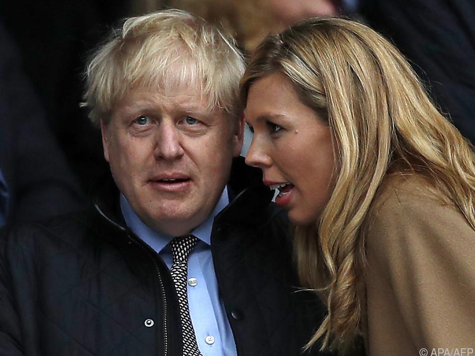 Johnson mit seiner Partnerin Symonds (Archivbild aus dem Jahr 2020)