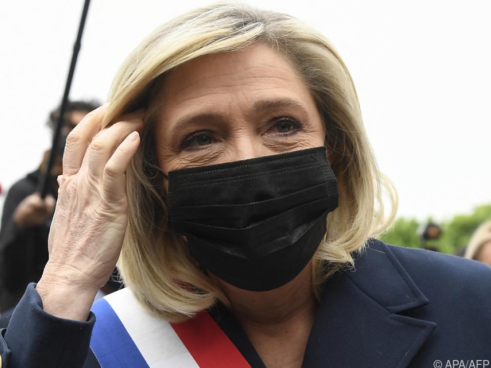 Le Pen darf Schockfotos veröffentlichen