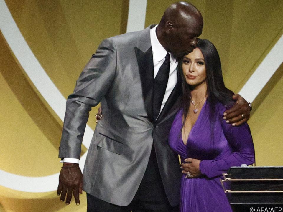 Michael Jordan und Vanessa Bryant bei der Zeremonie