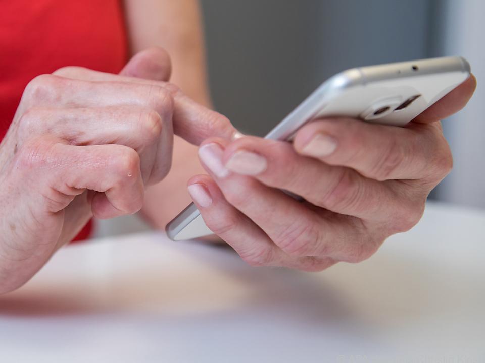 Mit ein wenig Fingertippen lassen sich Bildschirminhalte größer darstellen