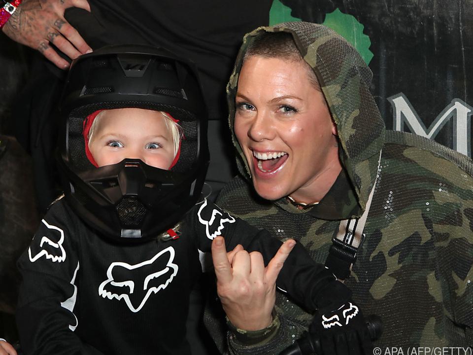 Pink und ihr Sohn Jameson Moon waren letztes Jahr erkrankt