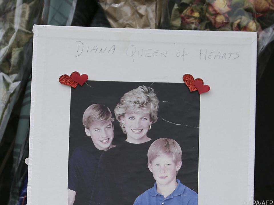 Prinzessin Diana mit ihren Söhnen William und Harry