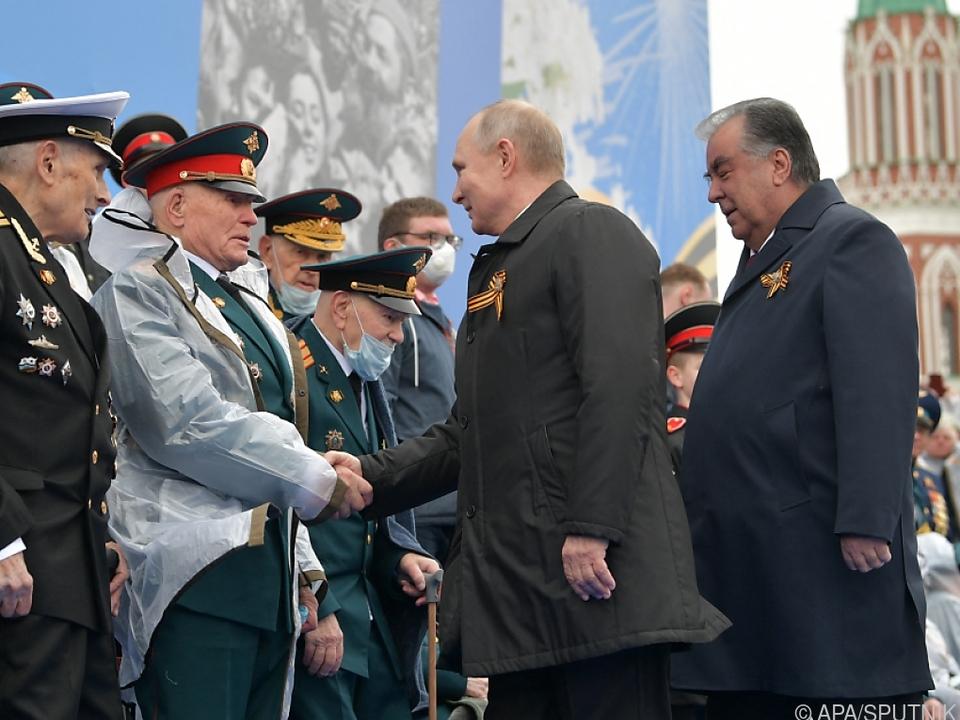 Putin grüßt Veteranen des sowjetischen Sieges über Hitler-Deutschland