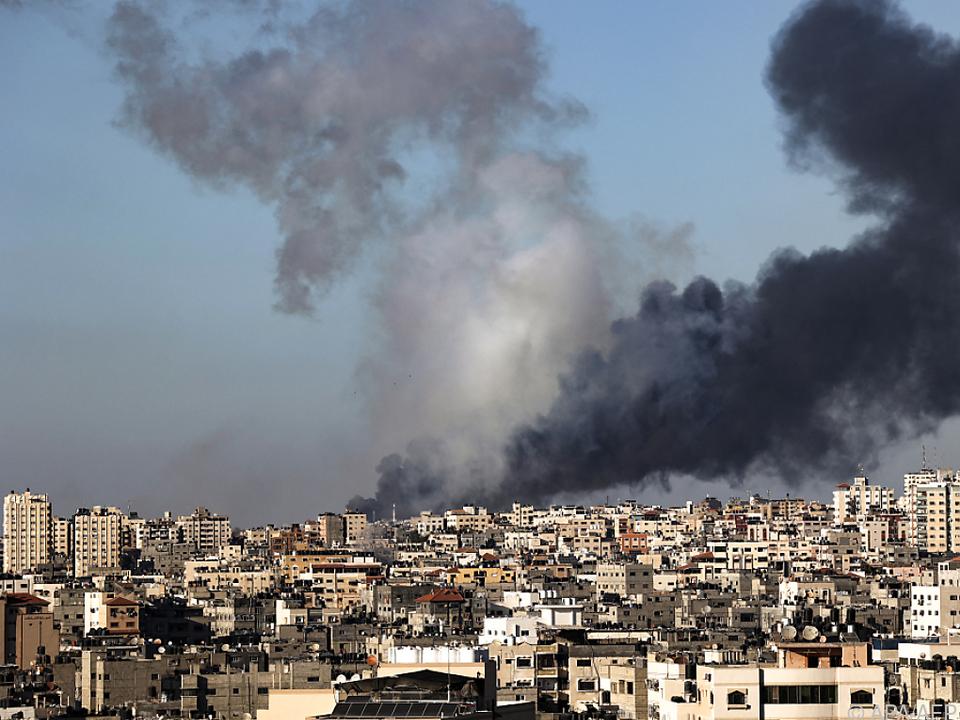Rauchschwaden über Gaza: Spirale der Gewalt dreht sich weiter